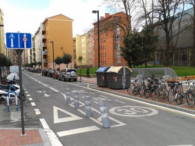 Ciclocarril y carril bici a a contramano en Vitoria