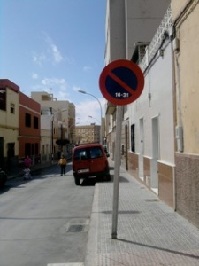 Prohibido aparcar, aparcamiento en aceras y coches de niños