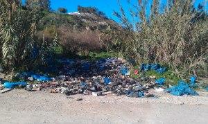 7. Descarga de zapatos usados en río de Oro