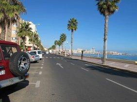 27. Seguir por el carril de la derecha anticipándose a posible peatones para no frenar de golpe