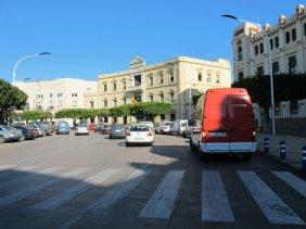 7. Progresivamente coger el carril central nada mas entrar en la Plaza de España