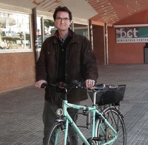 Haritz en bici al trabajo