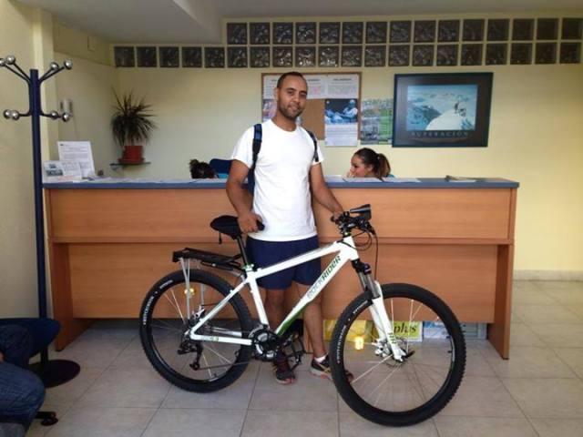 Fisiosalud y clientes en bici