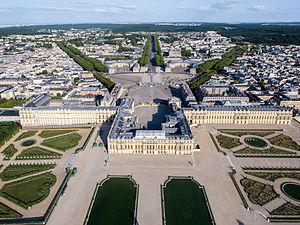300px-Vue_aérienne_du_domaine_de_Versailles_par_ToucanWings_-_Creative_Commons_By_Sa_3.0_-_073
