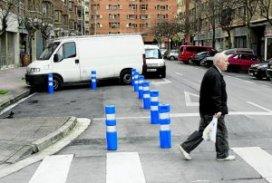 pivotes paso cebra visibilidad peatones. Vitoria 19-02-2013, fotografia Rafa Gutierrez.